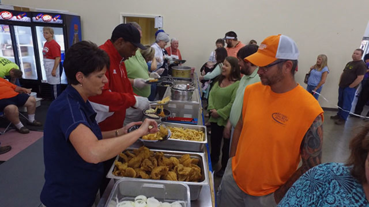 Paris tennessee is home to worlds biggest fish fry wkrn publicscrutiny Choice Image