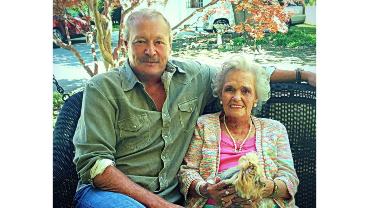 Country Singer Alan Jacksons Mom Passes Away At 86