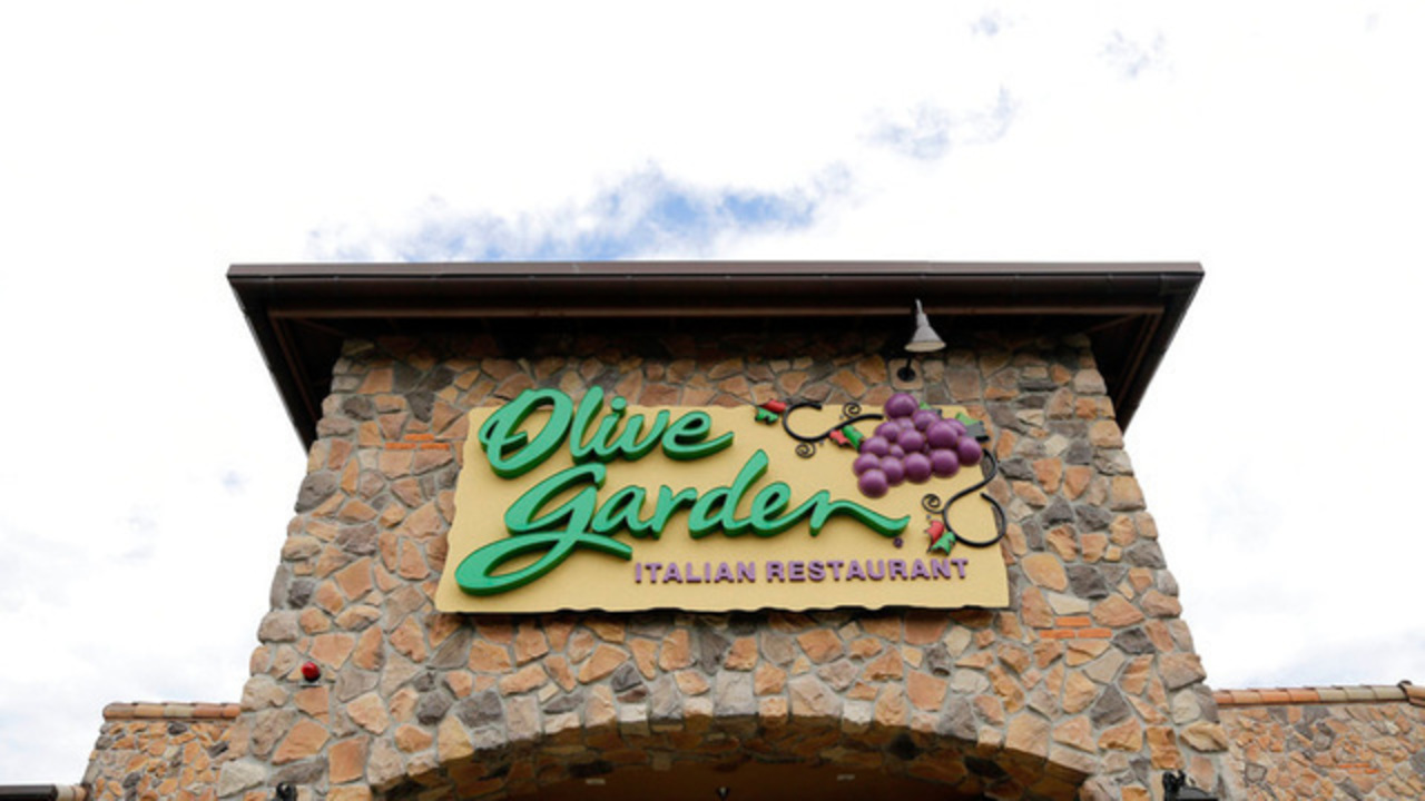 Man robbed at Olive Garden in Madison
