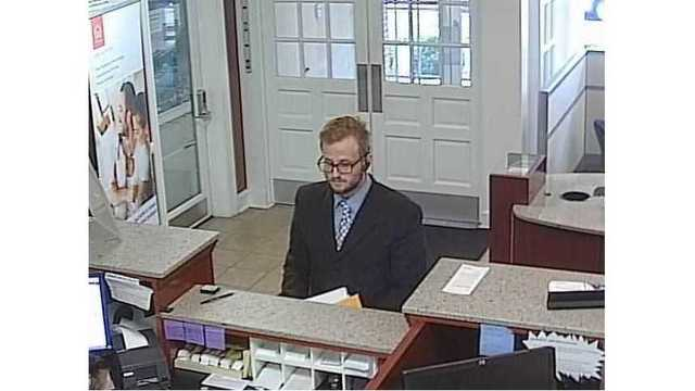 Police looking for man who robbed west Nashville bank