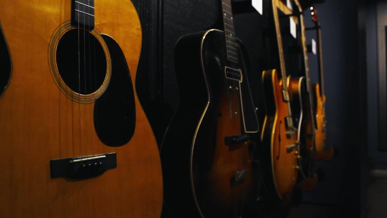Video Tour: 500 vintage instruments at Belmont's Gallery of Iconic Guitars