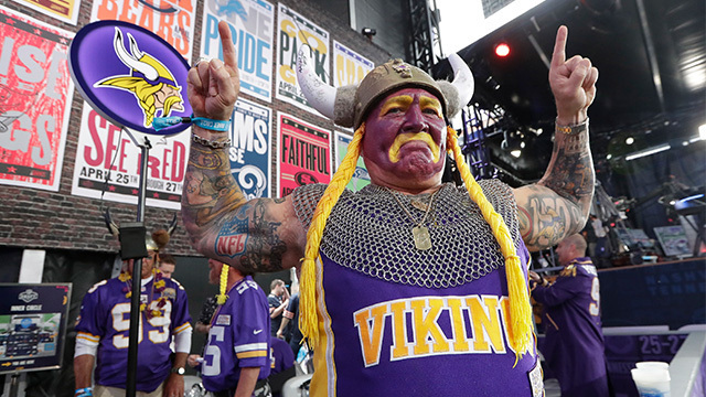 crazy fan vikings 2_1556306539683.jpg.jpg