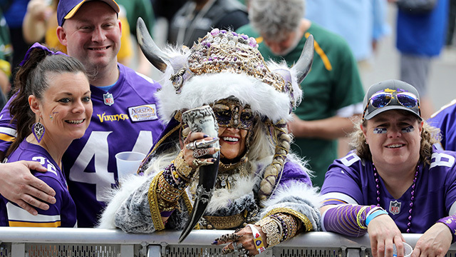 crazy fan vikings_1556306539692.jpg.jpg