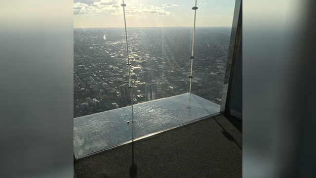 Protective layer on SkyDeck ledge of Willis Tower cracks under visitors' feet